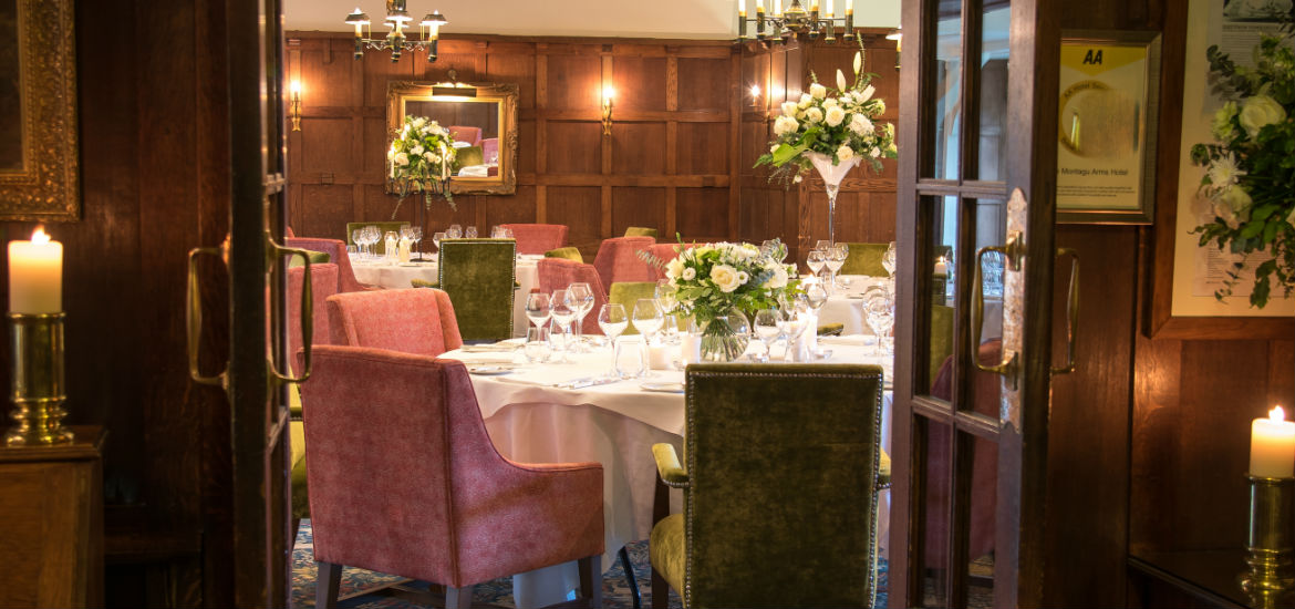3 Reasons To Have A Small Wedding | Montagu Arms | Hampshire
