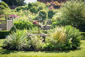 Quintessential English Gardens | The Montagu Arms Hotel